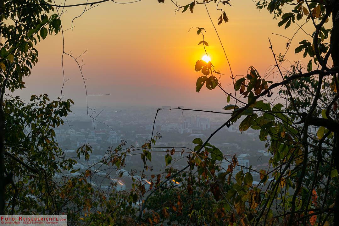 Sonnenaufgang auf dem Monktrail Chiang-Mai